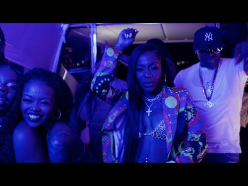 HoodCelebrityy – Champagne mp3 download